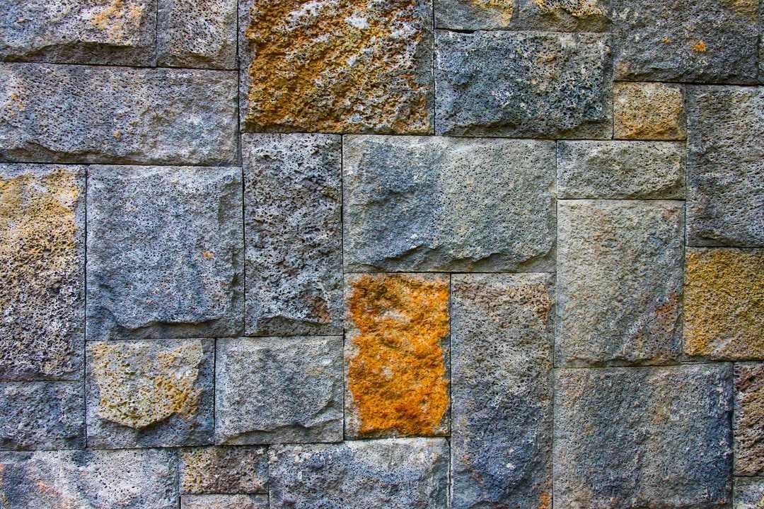 真石漆变脏被污染的原因及解决方法