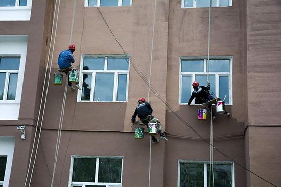 【兰堡湾漆】冬天外墙真石漆施工注意事项汇总